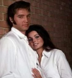 Elvis Presley and Priscilla Presley Lisa Marie Presley, Priscilla Presley, King Elvis Presley, Elvis Presley Family, Elvis Presley Photos, Rare Elvis Photos, Rare Photos, Graceland, Rock And Roll
