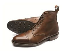 Hyde by Loake -------- Premium Derby boot, with a punched toe cap, made from soft calf leather. Hyde features a hardwearing rubber 'Dainite' studded sole, and is made in England. Dress With Boots, Dress Shoes, Calf Leather, Leather Shoes, Mature Mens Fashion, Mode Shoes, Designer Boots, Men S Shoes, Brown Boots