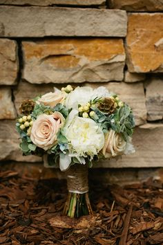 From a nature-inspired wedding (image by kendallpavanphotography.com).