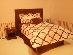 Miniature dollhouse bedding, 1/12th scale from Avalon Miniature by Ronda Vallejo
