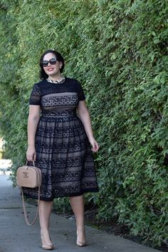 I like the sleeves and cut of this dress. Girl With Curves wearing a pearl necklace from Ann Taylor, Audrey Sunglasses from Celine and Maggy London Lace Dress from Nordstrom. African Fashion Dresses, Fashion Outfits, Womens Fashion, Plus Size Fashion For Women, Plus Size Women, Plus Size Dresses, Plus Size Outfits, Looks Plus Size, Elegantes Outfit