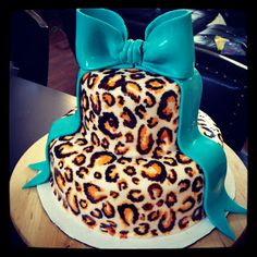 Cheetah birthday cake can be good choice, Here are some beauty cheetah birthday cake ideas Pretty Cakes, Cute Cakes, Beautiful Cakes, Amazing Cakes, Cheetah Print Cakes, Leopard Cake, Cheetah Birthday Cakes, Leopard Birthday, Cheetah Party