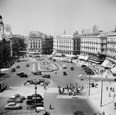 Best Hotels In Madrid, Madrid Travel, Foto Madrid, Antique Photos, Old Pictures, Cool Places To Visit, Trip Planning, Paris Skyline, Travel Inspiration
