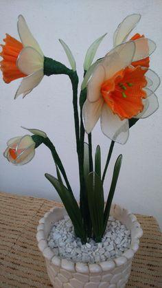 Nylon Flowers, Diy Flowers, Fabric Flowers, Flower Crafts, Flower Art, Outside Plants, Learn Astrology, Tulips Garden, Crotchet Patterns