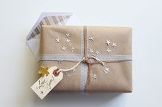adorable silver stars on kraft paper gift wrap Creative Gift Wrapping, Creative Gifts, Wrapping Ideas, Paper Cards, Paper Gifts, Gift Wrapper, Brown Paper Packages, Pretty Packaging, Christmas Wrapping