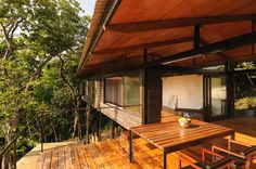 Awesome indoor/outdoor space- looks very mutch like our layout! K House / Datum Zero