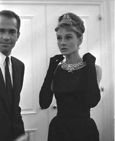 """Audrey Hepburn dressing for """"Breakfast at Tiffany's"""" Style Audrey Hepburn, Audrey Hepburn Photos, Audrey Hepburn Breakfast At Tiffanys, Audrey Hepburn Givenchy, Tiffany Jewelry, Elizabeth Taylor, Vintage Outfits, My Fair Lady, Vintage Mode"""