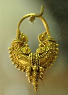 Gold earring with exquisite filigree work; art of Magna Graecia. Displayed at Taranto National Museum, Italy.