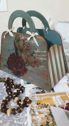 Vintage Country, Painting On Wood, Fashion Bags, Suitcase, Decoupage, Recycling, Diy Crafts, Home Decor, Crafting