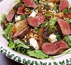 Salade van warme peer met Gorgonzola en biefstuk http://nombelina.com/warme-peer-salade-met-gorgonzola-en-biefstuk/
