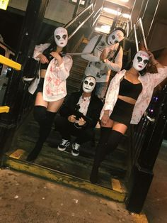 bff halloween costumes Easy DIY Halloween Costumes for Women to Make The Purge drngen Halloween-Kostm fr Frauen Diy Halloween Costumes For Women, Best Friend Halloween Costumes, Halloween Outfits, Halloween Diy, Halloween Kleidung, Maquillage Halloween, Halloween Disfraces, Look Cool, Easy Diy