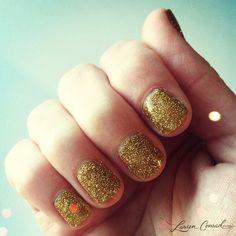 sparkly NYE manicure