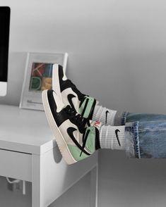 Sneakers Mode, Sneakers Fashion, Shoes Sneakers, Kd Shoes, Casual Sneakers, Shoes Heels, Jordan Shoes Girls, Girls Shoes, Jordan Outfits