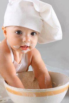 Quem disse que o pimpolho não pode ajudar na cozinha? :P