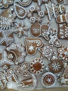 Biscotti, Gingerbread Cookies, Christmas Decorations, Make It Yourself, Random, Desserts, Food, Christmas Biscuits, Gingerbread Cupcakes