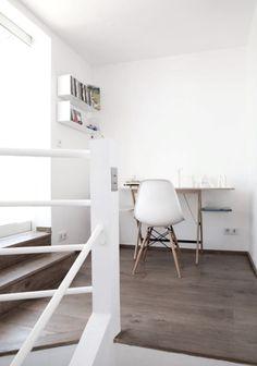 Herman Miller Eames Molded Plastic Side Chair does the job. Workspace Inspiration, Home Decor Inspiration, Simple Desk, Office Workspace, Design Studio, Home Office Design, Office Interiors, Interiores Design, Interior Design Living Room