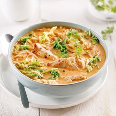 Soupe thaïe au poulet et cari rouge - Les recettes de Caty Flat Belly, Cheeseburger Chowder, Thai Red Curry, Stew, Macaroni And Cheese, Keto Recipes, Biscuits, Food And Drink, Favorite Recipes
