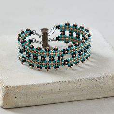 seed bead necklace patterns for beginners Seed Bead Bracelets Tutorials, Making Bracelets With Beads, Beaded Bracelets Tutorial, Handmade Bracelets, Silver Bracelets, Jewelry Making, Beaded Necklace Patterns, Jewelry Patterns, Beaded Jewelry