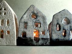 Maison en céramique - clair Dimensions: hauteur 12 cm, largeur de 8 cm Le prix est pour 1 maison