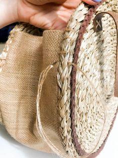 Hessian Fabric, Fabric Bags, Diy Handbag, Diy Purse, Diy Straw, Straw Bag, Crochet Bags, Knitted Bags, Bag Patterns To Sew