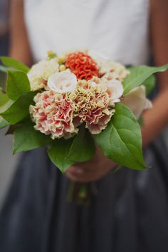 Very 'natural' bouquet ~ the ruffled blooms are so pretty! Photography by shannongrantphotography.com, Floral Design by westonnurseries.com