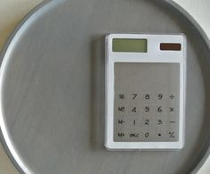 【ダイソー】大人気のスケルトン電卓を北欧モノトーン風に簡単リメイク♪|LIMIA (リミア)