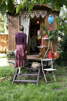 Evangeline Tinker's gypsy wagon has held many secrets over the years, but none as powerful as her eternal longing for Virgil Hollow