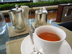 為了一嚐貴族品味,選了皇室伯爵茶(Earl Grey Imperial),Earl Grey Imperial是一種清淡的大吉嶺茶,混合了佛手柑油調配而成;茶味帶濃郁的佛手柑清香和陣陣的橙香。我較愛不加奶,單純品嚐此茶,因為可以品嚐此茶本身的高雅清香