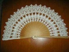 Hand Fan, Hand Fans, Weaving Kids, Crochet Dress Girl, Umbrellas, Girls Dresses, Ornaments, Tejidos, Tricot
