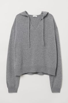 Fine-knit sweater in soft cashmere with a drawstring hood. V-neck dropped shoulders long sleeves and ribbing at cuffs and hem. Cashmere Hoodie, Hooded Sweater, Grey Sweater, Paperbag Hose, Pull Gris, Fashion Company, Loungewear, Pulls, Neue Trends