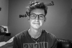 Joey Kidney In Glasses Appreciation Post ❤