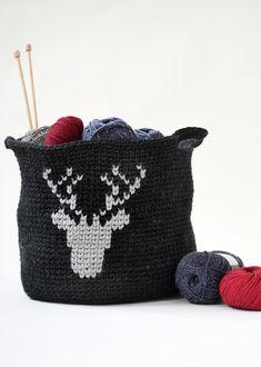 Häkelkorb Hirschsprung, S10609 | Schachenmayr Crochet Home, Knit Crochet, Deer, Coin Purse, Fall Winter, Basket, Throw Pillows, Stitch, Knitting