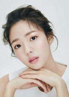 Chae Soo Bin (채수빈) Korean Actresses, Actors & Actresses, Stunning Girls, Beautiful Women, Chae Soobin, The Man Who Laughs, Blind Girl, Cute Young Girl, Silent Film