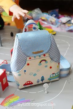 Diy Bag Pattern Backpacks Sewing Projects New Ideas Backpack Tutorial, Diy Backpack, Handbag Tutorial, Backpack Pattern, Small Backpack, Mochila Tutorial, Sewing Tutorials, Sewing Projects, Bag Sewing