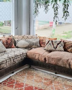 Earth colors Moroccan lounge to create a warm autumn vibe ♡ Moroccan Lounge, Moroccan Decor Living Room, Moroccan Room, Moroccan Interiors, Home Living Room, Living Room Decor, Moroccan Tiles, Turkish Tiles, Portuguese Tiles
