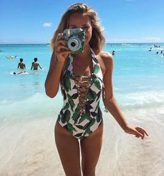 7,061 vind-ik-leuks, 128 reacties - Show Me Your Mumu (@showmeyourmumu) op Instagram: 'Palm Palm in paradise @lauren.lebouef wearing the La Jolla Lace Up One Piece #mumumermaid'