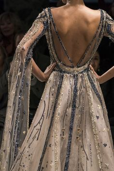 Ziad Nakad at Couture Spring 2019 - Details Runway Photos Source by teyjohnson Kleider Elegant Dresses For Women, Pretty Dresses, Casual Dresses, Style Couture, Haute Couture Fashion, Dresses Near Me, Dresses For Work, Fashion Moda, Runway Fashion