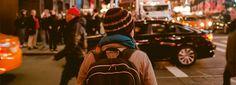 Lieber Leser,  das Stadtleben bietet einige Vorzüge. Viele Menschen, eine große Auswahl, die Vielzahl an Beschäftigungsmöglichkeiten, Partys und die Anonymität nicht an jeder Ecke erkannt zu werden.  Als ich mich letzten Dezember wieder in einer der Großstädte Europas niederließ, habe ich letzten Punkt total außer Acht gelassen. Wenn ich in der U-Bahn sitze und mich umschaue, sehe ich fast jeden Zweiten mit Tablets, Handys, oder Zeitschriften herumhantieren. Wenn ich dann mit jemandem…