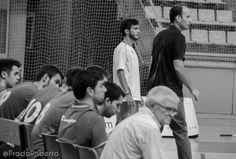 El lesionado Xavi Hernández animó desde el banquillo a sus compañeros. Si se cumplen los plazos, podrá jugar el segundo partido de pretemporada ante Gandía. #baloncesto #basket #PretemporadaLucentum #XaviHernandez #Alicante Xavi Hernandez, Alicante, Basketball, Second Best, Cartagena, Pictures