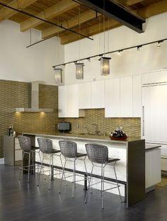 Gold and white kitchen Private Loft Residence by Jamesthomas, LLC Loft Kitchen, Kitchen Interior, Open Kitchen, Living Comedor, Bureau Design, Urban Loft, Stylish Kitchen, Kitchen Modern, Vintage Kitchen