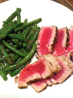 Third Date Cooking: Seared Tuna with Sauteed Green Beans Grilling Recipes, Fish Recipes, Vegetable Recipes, Seafood Recipes, Healthy Cooking, Healthy Eating, Healthy Recipes, Sauteed Green Beans
