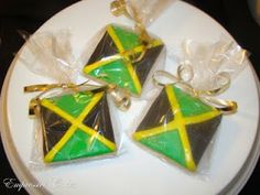 These custom flag cookies were made for my friend and long time customer Lade for one of her friends who is a proud Jamaican. Jamaican Party, Jamaican Wedding, Jamaican Desserts, Jamaican Recipes, Carnival Party Foods, Rasta Party, Bird Party, Goodies, Thinking Day