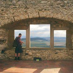 Prvý krát na Spišskom hrade! ❤ A s Američanmi to bolo ešte viac špecialnejšie. 👌 #Jacobpozuje #slovakia #pureslovakia #spiscastle #castle #insta_svk #architecture #stones #photography #nature #view #dnescestujem #thisisslovakia #summer2016 #travel #tyzdnovka116
