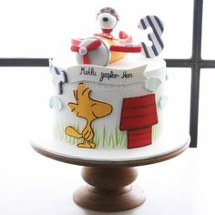 Snoopy & Friends ⚜ themed cake Bolo Snoopy, Snoopy Cake, Snoopy Birthday, Snoopy Party, Cupcakes, Cupcake Cakes, Doodle Cake, Bolo Fack, Marzipan