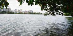 Flota un cadáver de mujer en la Laguna del Condado...