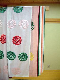 "replication of ""yuki no shita"" with ""hosonaga"" outer layer, kasane no irome kimono worn by Onna-san no Miya in Tale of Genji.  by museum of kyoto in 2001.  http://www.bunpaku.or.jp/info_english.html"