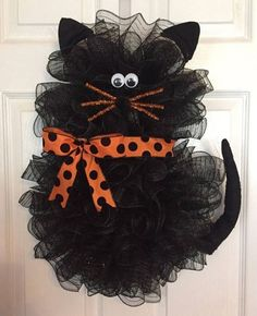 oh my gosh! 22 x 18 Halloween Deco Mesh Black Cat Wreath withx Handmade Halloween Deco Mesh Black Cat Wreath With Bow Tap the link Now - Luxury Cat Gear - Treat Yourself and Your CAT! Stand Out in a Crowded World!Halloween Wreath Idea - cat, posted f Chat Halloween, Moldes Halloween, Adornos Halloween, Halloween Deco Mesh, Manualidades Halloween, Diy Halloween Decorations, Holidays Halloween, Halloween Crafts, Halloween Wreaths