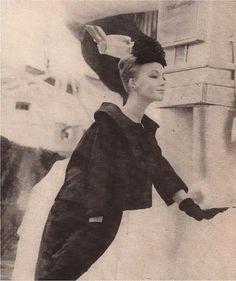 Harper's Bazaar July 1960  Photo by Louis Faurer