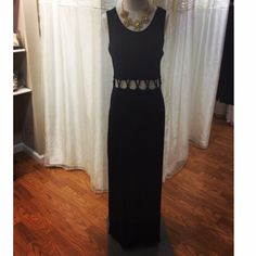 JAX Look of the Day! If you aren't quite ready to totally bare your midriff, this is the perfect option! This maxi lets you bare just enough skin for spring or summer! #jaxboutique #jaxhaddonfield #lookoftheday