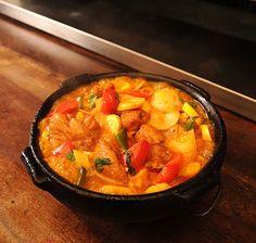 Moqueca de frango preparada pela chef Mara Salles, do restaurante Tordesilhas (Foto: Ricardo Corrêa/ Editora Globo)